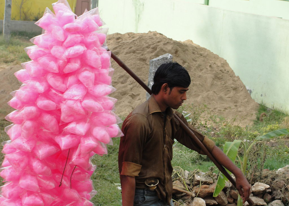 A candyfloss vendor in India by Thamizhpparithi Maari