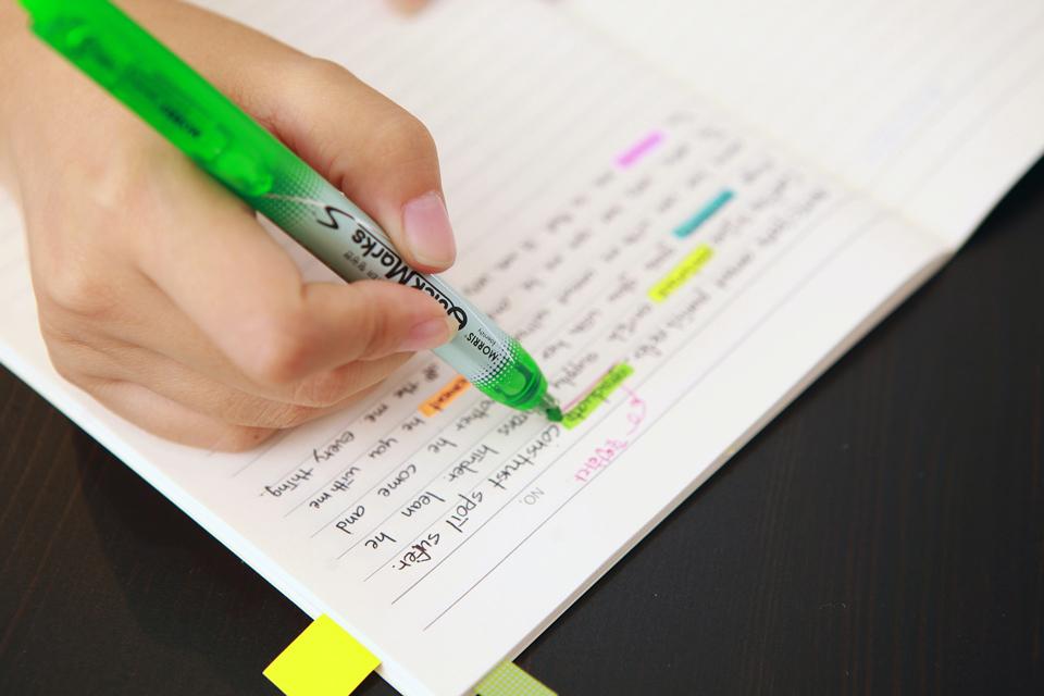highlighter pen on text